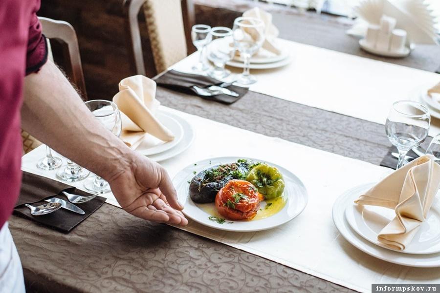 Владельцам летних кафе в Пскове необходимо заключить договор на вывоз отходов