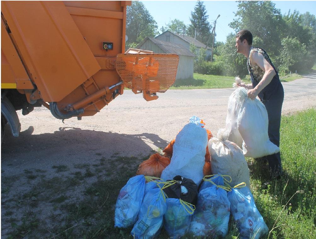 С октября мусоровозы будут приезжать в деревню Коростовец Новоржевского района